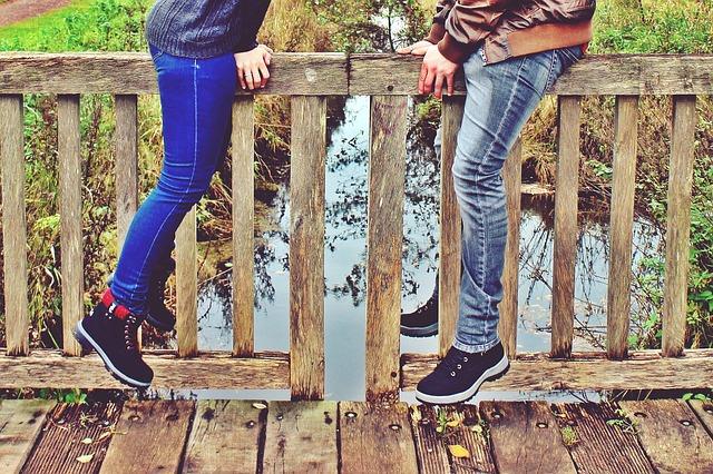 couple-on-bridge