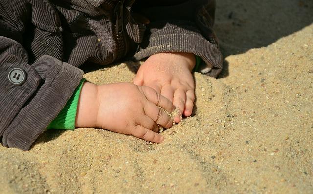 hands-717535_640