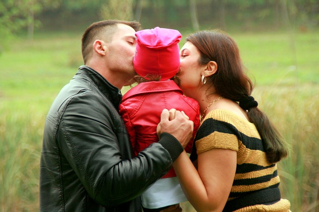 family-kiss