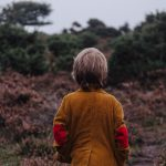 子供が学校でいじめられているかも…知ったときどうする?親の対応について考える